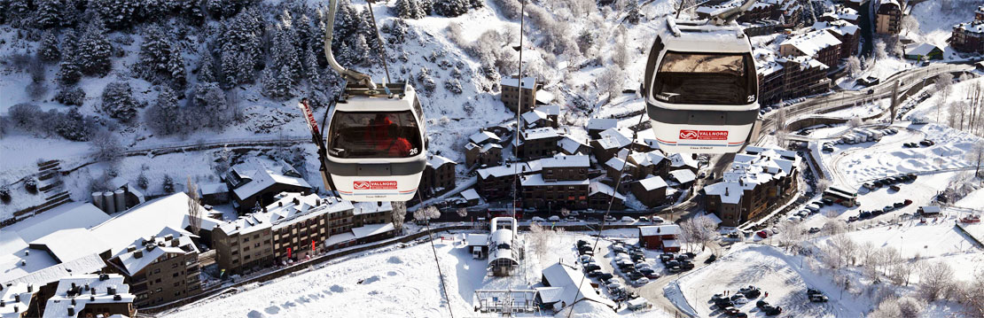 Gondola ski lift in Arinsal, Vallnord