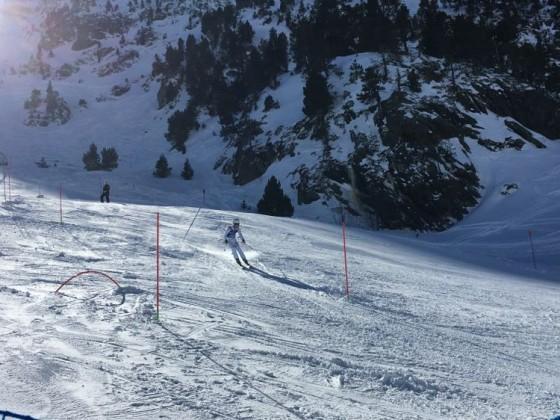 Racer skiing the slalom of Trofeo Borrufa 2018