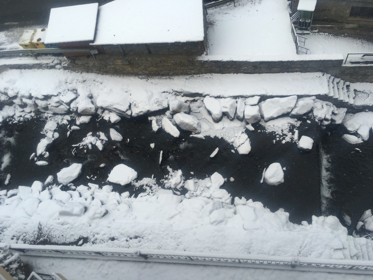 The river of Arinsal covered by snow