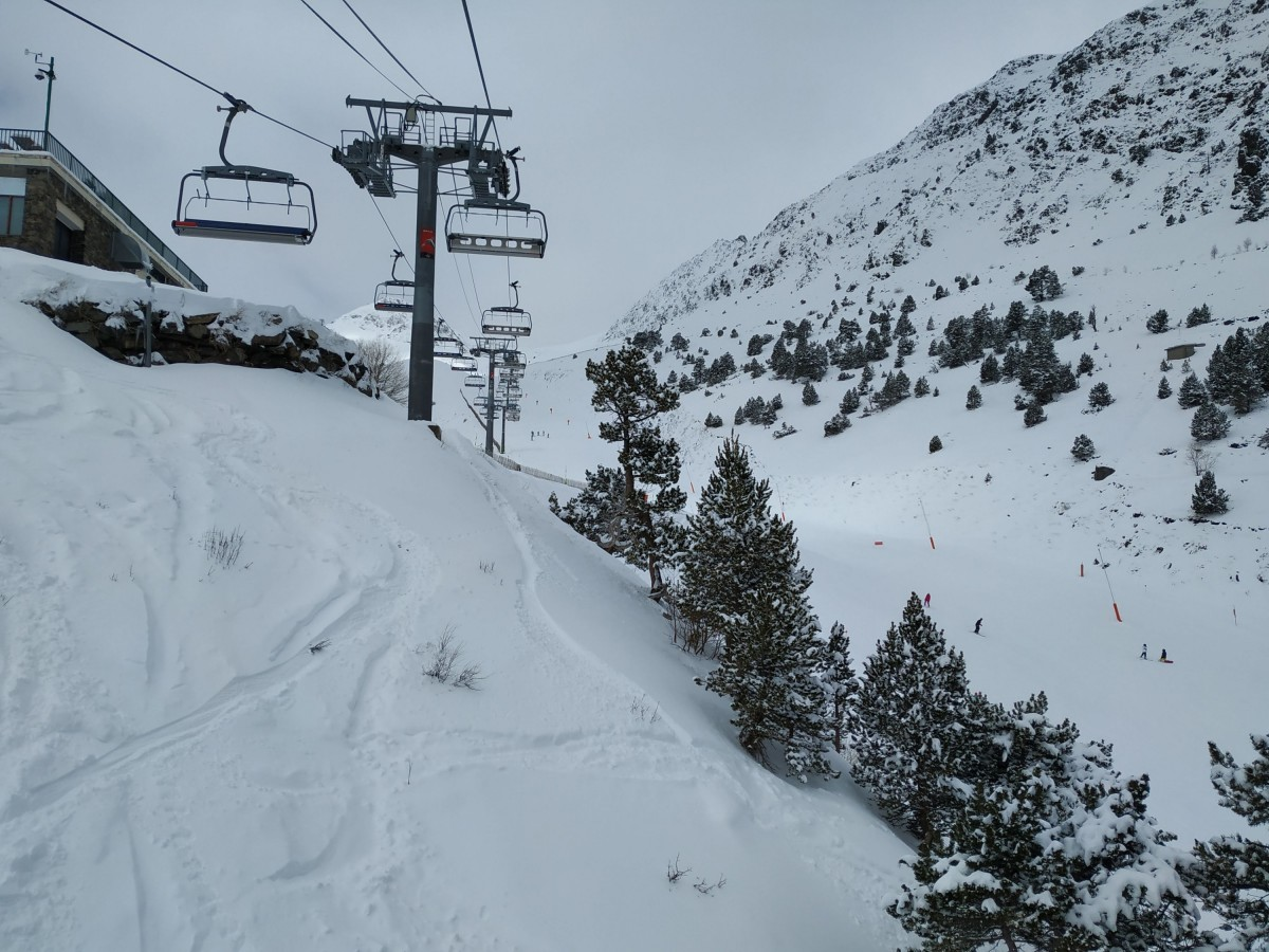 Heading up Les Fonts chairlift