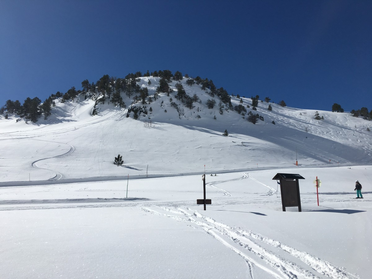 View from off piste to La Basera (Green) and La Balma (Red)