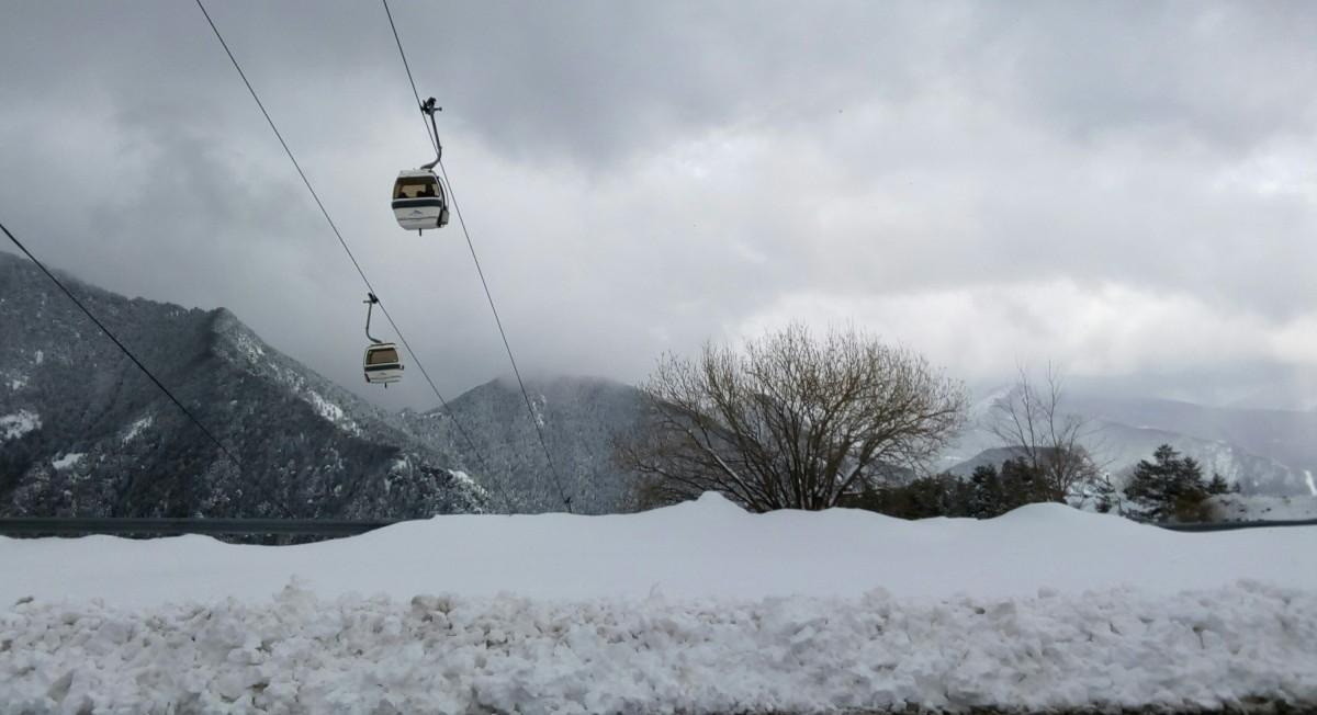 The gondola heading up on a snowy day