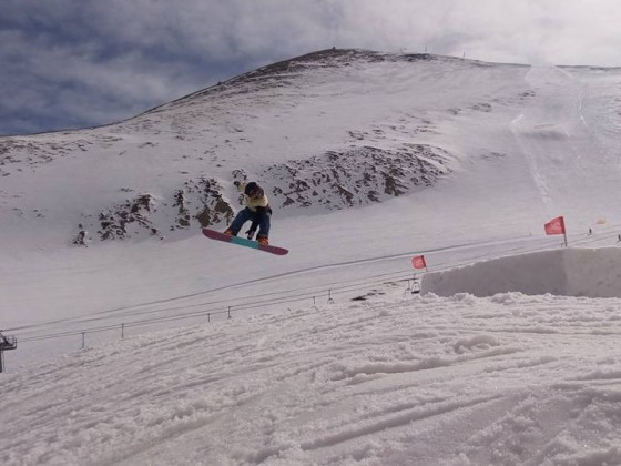 Having fun in the red jumps of the snowpark
