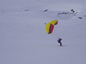 Snow kiting / paragliding speed skiing