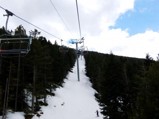Heading up the chairlift Cubil with some clouds on the sky