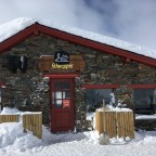 We stopped in Refuge Portelles to warm us up and have a break