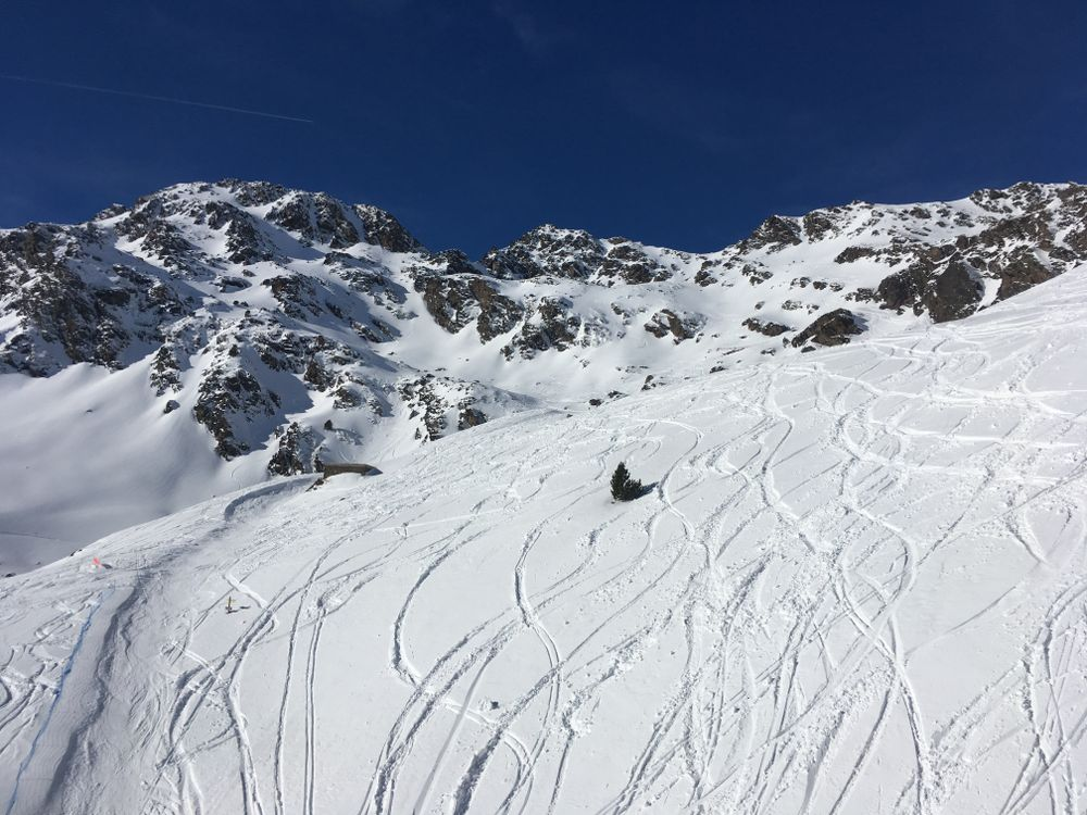 So many marks on the freeride area of Creussans