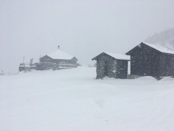 Heavy snow all day long in Arinsal today