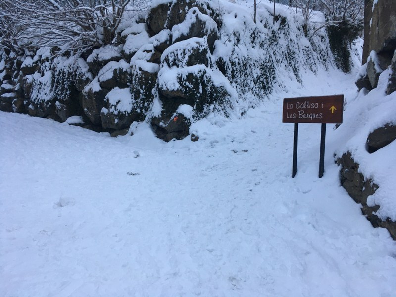The mountain trails in Arinsal are covered in snow