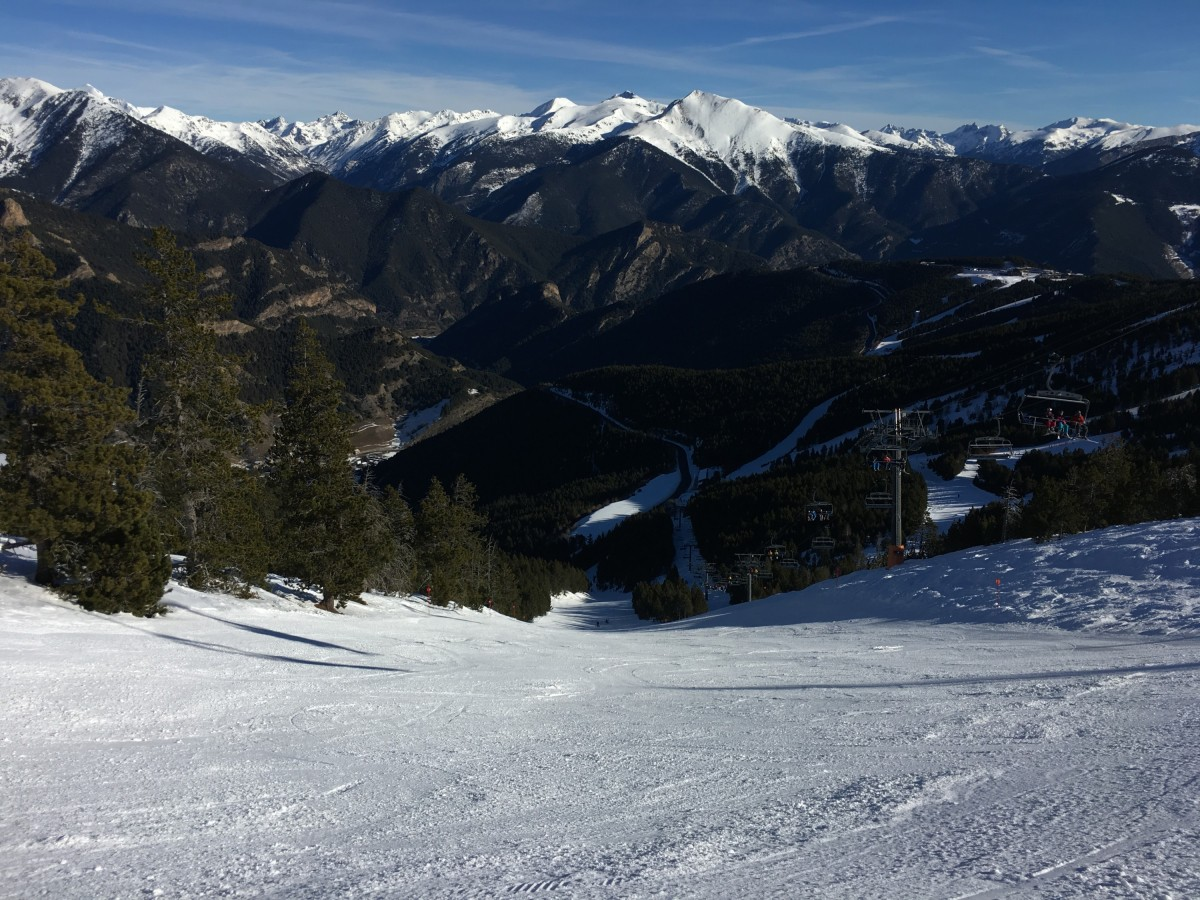 The red slope Coms is steep but was well groomed today