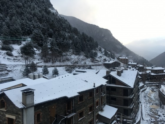 Fresh snow morning in Arinsal