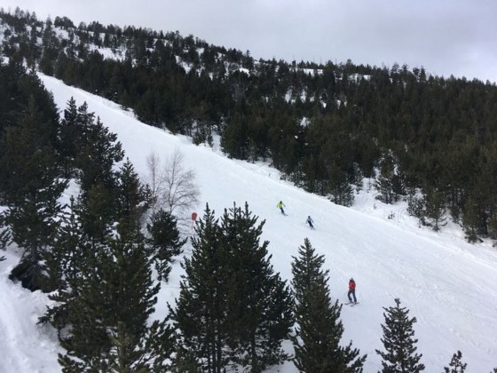 View of the Cóms red run from the chairlift
