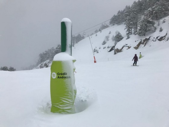 Skiing down the snowy Port Vell run