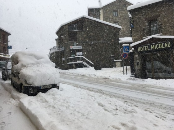 All the cars were already buried in Arinsal