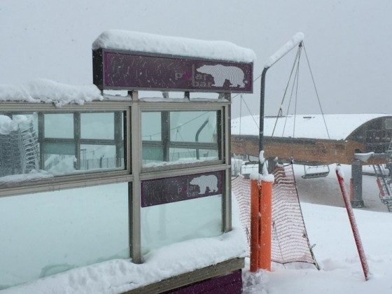 25/11/2015 Plenty of snow outside Polar Bar