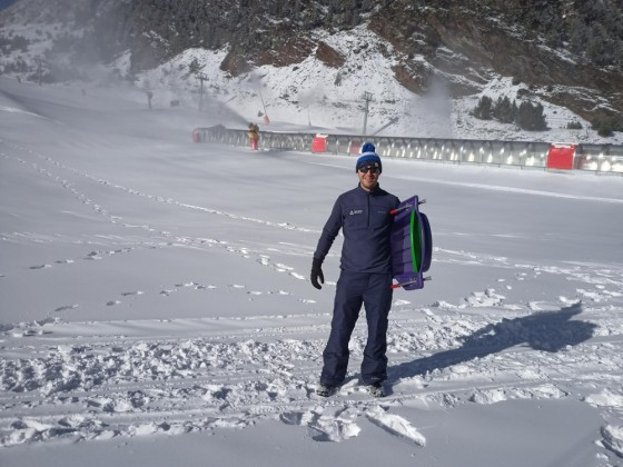 Steve going for a sledge on the slopes of Arinsal
