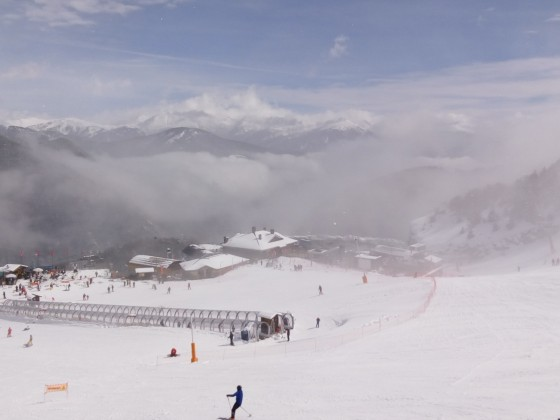 Some light clouds in the base of Arinsal