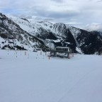 The chairlift Port Negre reaches the top of Arinsal