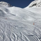 Everyone seems to be loving a bit of off-piste today!