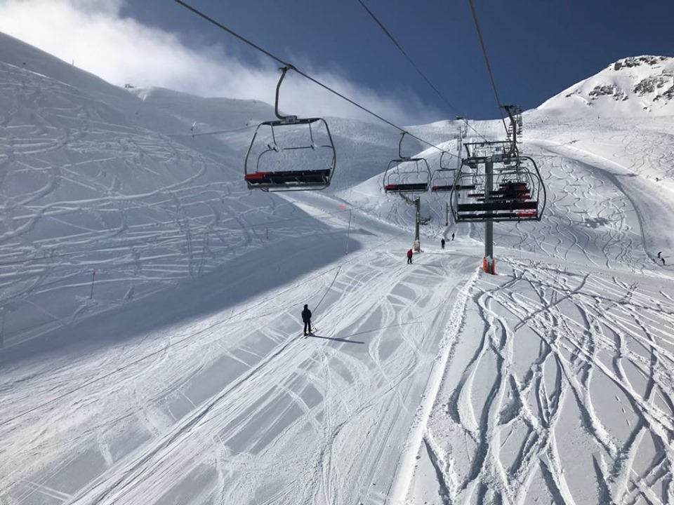 Look at those fresh tracks from the chairlift!