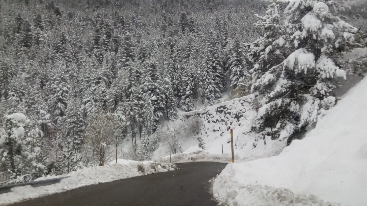 The road to Arinsal offers a wonderful white view of the mountain