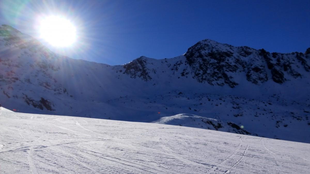 The sun still shining at the top of Arcalís