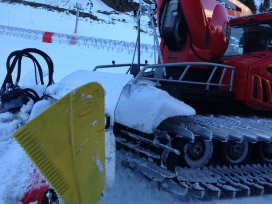 30/11/2015 Piste basher getting the slopes ready