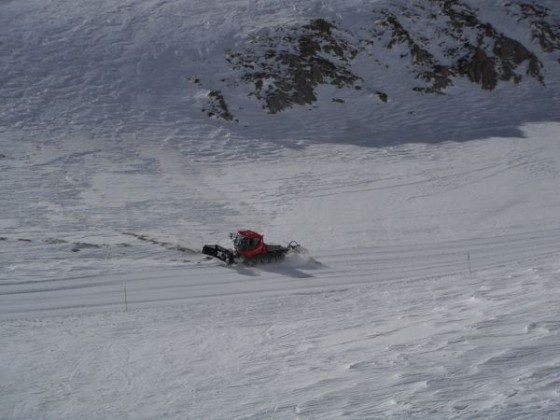 Bashing a new slope in the bottom of La capa 09/03