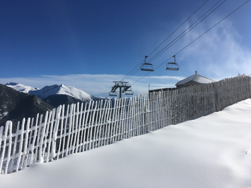 The fence under the chairlift Les Fonts looking white!