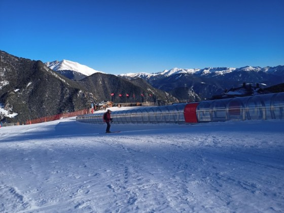 The magic carpet in Arinsal is not open yet