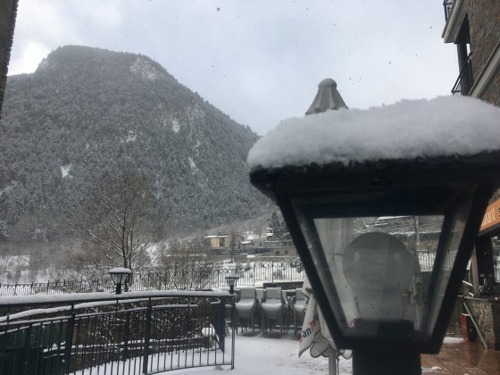 A few cm of fresh snow in the centre of Arinsal