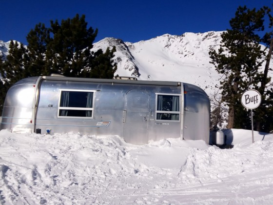 Could you imagine wake up in the middle of the mountain? In Arcalis it is possible thanks to AirStream caravans