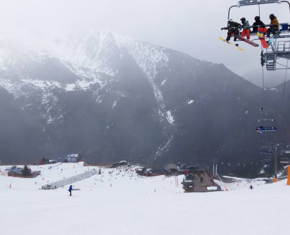 People heading up on Les Fonts chairlift