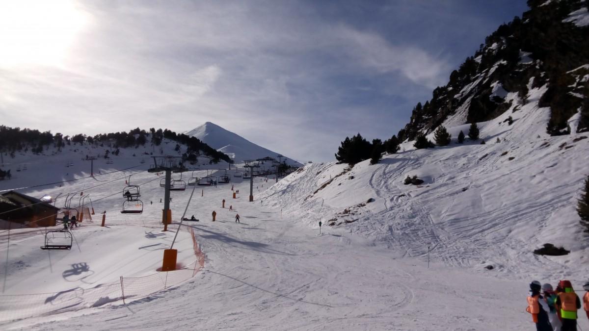 The beginner slope El Cortal in Arinsal