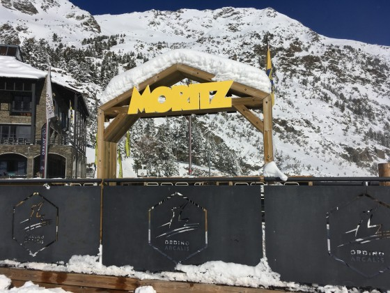 A few cm of snow over the Moritz sign
