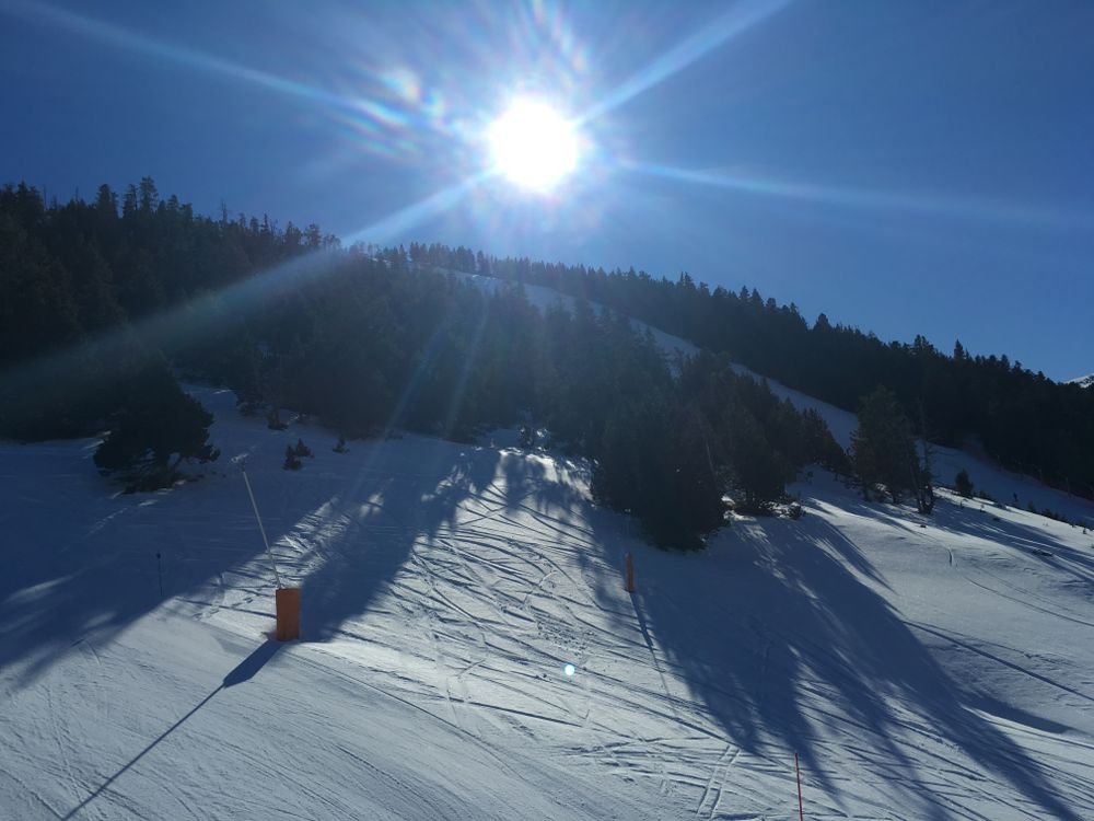 Sunny views over the red slope Estadi