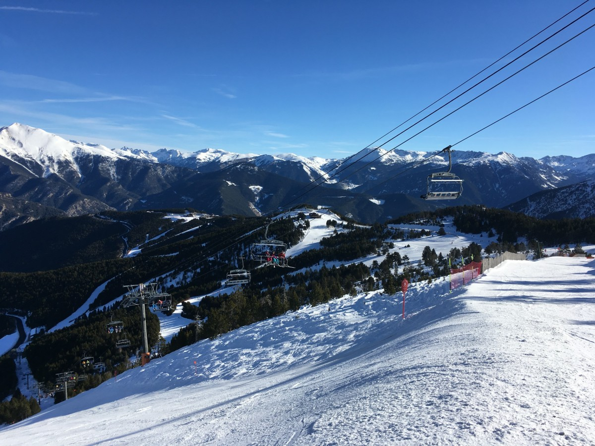 Stunning view of the chairlift Cubil in Pal