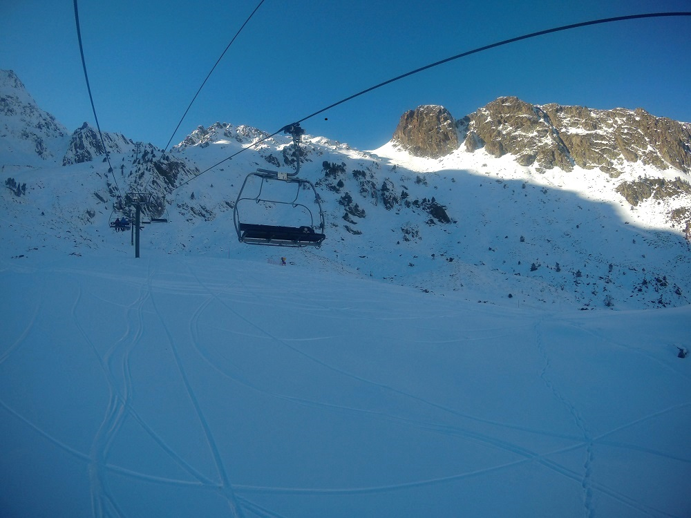 Chairlift La Basera in Arcalis heading up